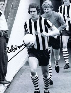 Bobby Moncur - Great Captain and the last man to lift a 'proper' trophy for the Toon Newcastle United Football, Football Icon, St James' Park, Last Man, Soccer Stars, Saint James, Black N White, Back In The Day, Premier League