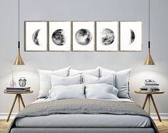 Set aus 5 Mondphasen Aquarell #B Kunstdrucke. Sie kaufen 5 Drucke. UNGERAHMT Papier drucken: Für Papier drucken, verwendet jeder Druck Epson Pigment-Tinten auf Premium-Papier, Matt. Dieses spezielle Papier ist für professionelle Fotografen und Fine Art Prints. UNGEDEHNT / UNGERAHMT