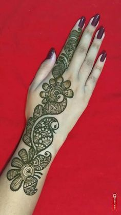 Mehndi henna designs are always searchable by Pakistani women and girls. Women, girls and also kids apply henna on their hands, feet and also on neck to look more gorgeous and traditional. Back Hand Mehndi Designs, Henna Art Designs, Mehndi Designs For Beginners, Mehndi Designs For Girls, Unique Mehndi Designs, Wedding Mehndi Designs, Dulhan Mehndi Designs, Beautiful Mehndi Design, Latest Mehndi Designs