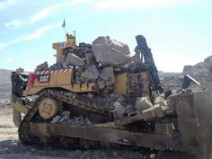 Daddy told him to be careful and dont take chances with the new dozer Heavy Construction Equipment, Heavy Equipment, Cat Bulldozer, Custom Trailers, Crawler Tractor, Custom Muscle Cars, Motor Grader, Mining Equipment, Engin