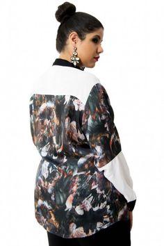 Camisa Arian 5932. Camisa de manga longa com recortes estampadas florais , fechamento frontal, shape soltinho.
