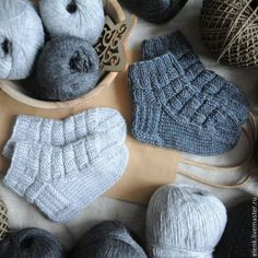 57 best ideas for knitting patterns mittens tricot Knitting For Kids, Baby Knitting Patterns, Lace Knitting, Knitting Socks, Knit Crochet, Knitted Booties, Baby Booties, Knitted Hats, Baby Mittens