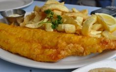 Our top 3 choices to enjoy the best fish and chips in London and to do so in an affordable manner. London Fish And Chips, Best Fish And Chips, Foods To Eat, I Foods, Where To Eat London, Fish And Chips Restaurant, Traditional Fish And Chips, Fish And Chip Shop, Grilled Fish