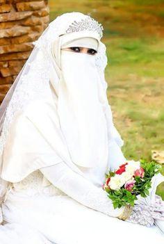 Arab Girls Hijab, Girl Hijab, Wedding Hijab Styles, Wedding Dresses, Ball Gown Dresses, Niqab, Muslim Women, Bridal Collection, Beautiful Bride