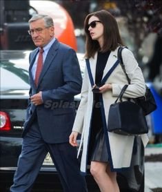 a lovely movie. the intern. pls watch this. i enjoyed . Anne Hathaway, Celebrity Outfits, Celebrity Style, Girl Fashion, Fashion Looks, Womens Fashion, The Intern Movie, Minimal Fashion, Minimal Style