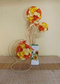 Комплекта съдържа цветно дръвче с височина 31 см. и цветна топка с височина 16 см. Продават се и по отделно като цената на дръвчето е 20 лв., а на топката-15 лв.