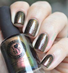 ILNP Nostalgia //  Hypnotique - gold green multichrome with Moyou London  pro xl 20 black stamping - http://lapaillettefrondeuse.blogspot.be/2014/09/ilnp-nostalgia-hypnotique.html - #nail #nails #nailart