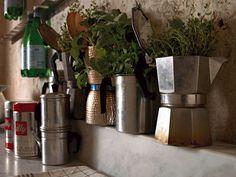 Grow your herbs in an old Moka Home Design Decor, House Design, Home Decor, Interior Design, Reuse Recycle, Recycling, Upcycle, Moka, Terrazzo