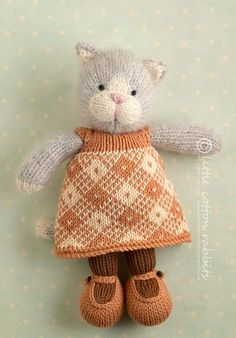 Cinnamon, the kitty. How adorable!