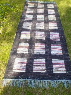 Picnic Blanket, Outdoor Blanket, Recycled Fabric, Woven Rug, Knitting Patterns, Hand Weaving, Recycling, Projects To Try, Carpet