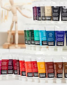 New types acrylic paint on the market open up new possibilities for the medium. Learn about the different types of acrylic paint on Craftsy.