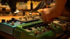 Putting together a pedalboard to elevate your guitar game is not a complicated process. Check out our post for basic guidelines. Jazz Guitar, Guitar Solo, Cool Guitar, Guitar Chords, Guitar Art, Distortion Guitar, Distortion Pedal, Professor, Guitar Multi Effects Pedal