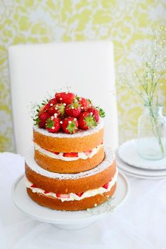Receta de Naked Cake de fresas con nata - Megasilvita Pretty Cakes, Beautiful Cakes, Amazing Cakes, Cupcakes, Cupcake Cakes, Sweet Recipes, Cake Recipes, Bolos Naked Cake, White Wedding Cakes