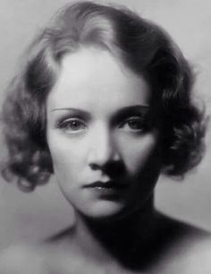 The great actrees #MarleneDietrich it in photo of the #Year1932