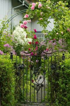 Cottage Gardens Gorgeous Creative metal Garden Gates Ideas 24 - Chain internet hyperlink fencing setup is fairly easy and is among the many most outstanding fence concepts for enormous pr Garden Gates And Fencing, Garden Doors, Garden Entrance, Fence, Dream Garden, Garden Art, Gazebos, Arbors, The Secret Garden