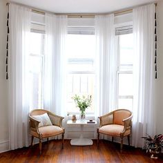 Nate Berkus Interiors How To Decorate With Tassels Bedroom Seating, Living Room Seating, Formal Living Rooms, My Living Room, Living Room Decor, Bay Window Curtains Living Room, Bay Window Decor, Dining Room Windows, Window Seats