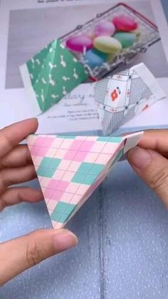 This is a magic bag, because it can be opened and closed at any time, and the folding method is very simple. It can be folded out in just 3 steps. video basteln How to fold a bag out of paper? Diy Crafts Hacks, Diy Crafts For Gifts, Diy Arts And Crafts, Creative Crafts, Simple Crafts, Foam Crafts, Cool Paper Crafts, Paper Crafts Origami, Origami Paper