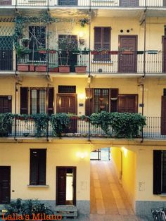 Milan Italy, Terrazzo, Traditional House, Architecture, Where To Go, Mansions, Scale, House Styles, Backyards