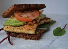 Krydret tofusandwich med avokado