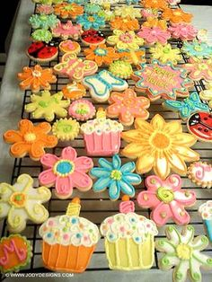 Spring Cookies By: Jody. Click The Picture For Her Site. Pinned By: #TheCookieCutterCompany www.cookiecuttercompany.com #spring #decorated #cookies