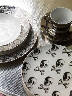 skull plates. want.