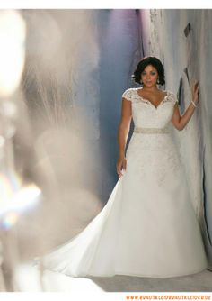 preiswert Schlichtes Brautkleid 2013 aus Satin mit Applikation