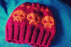Gorro calaveras, colores a elegir (12€)  info / pedidos: retalesdecafeina@hotmail.com