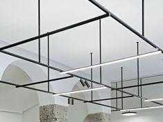 Deckenschiene aus Aluminium strangpresst INFRA-STRUCTURE by FLOS Design Vincent Van Duysen