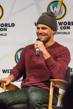 Green Arrow, Celebrity Crush, Celebrity Photos, Oliver Queen Arrow, Stephen Amell Arrow, The Flash Grant Gustin, Design Your Dream House, Muscle Tank Tops, Beautiful Men