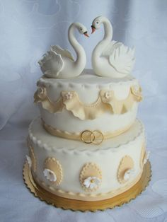 wedding swans — Round Wedding Cakes