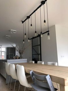 Industrial kitchen Loftbar - / 5 different Edison bulbs with black brass holders Large Lamps, Living Comedor, Steel Beams, Industrial Interiors, Interior Inspiration, Home Accessories, Sweet Home, New Homes, Dining Table