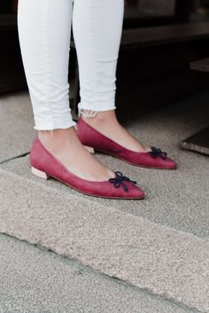 La Mouette Burgundy is a delicate model in a feminine form and colour. Using sustainable and recycled materials we have created a comfortable model for your everyday. It's a classic with an ecological touch, the ribbon is made of recycled cord!