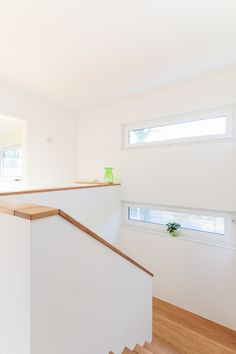 Schmale Fenster am Treppenabsatz - ECO System HAUS You are in the right place about Stairs makeover Here we offer you the most beautiful pictures about the entryway Stairs you are looking for. House Stairs, Farmhouse Windows, House, Interior, Windows, House Entrance, House Interior, Stair Makeover, Stairs Design