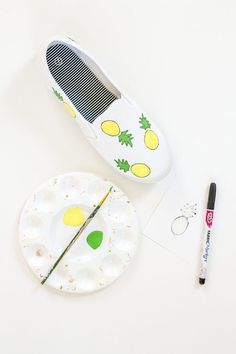 How to Paint on Canvas Shoes Honor the mascots of spring and summer with this tutorial, which shows you how to make DIY fruity painted shoes. There's a printable template, too! Painted Canvas Shoes, Hand Painted Shoes, Canvas Collage, Diy Canvas, Fabric Painting, Diy Painting, Shoe Painting, Painting Canvas, Diy Fashion Photography