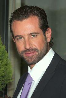 GABRIEL SOTO Como Rodrigo en Un Refugio Para El Amor...I adore this soap opera.