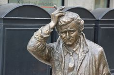 Budapest Has a Strange Statue of TV Detective Columbo in a Public Square Columbo Tv Series, Columbo Peter Falk, Tv Detectives, 17th Century Art, Smart Art, Murder Mysteries, Old Tv, Funny Faces, Old Hollywood