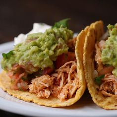 21 Easy Instant Pot Recipes That'll Basically Cook Themselves A shredded chicken taco that'll make you say this is spec*taco*lar. 21 Easy Instant Pot Recipes That'll Basically Cook Themselves Slow Cooker Shredded Chicken, Slow Cooker Chicken Tacos, Chicken Taco Recipes, Shredded Chicken Recipes, Cooked Chicken, Turkey Recipes, Enchiladas, Food Trucks, Tamales
