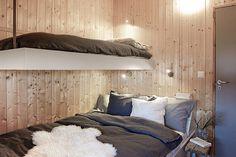 heddahytte soverom - Google-søk Modern Lake House, Modern Cottage, Bunk Rooms, Bedrooms, Cottage Furniture, Cabin Design, Cottage Interiors, Scandinavian Home, House In The Woods