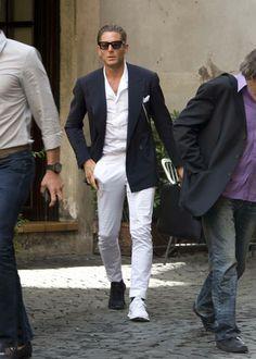 Lapo Elkann festeggia nel suo stile lo scudetto della Juventus -He's a boss