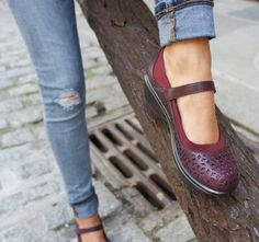 0a67a9e4309 How to Find Comfortable Inexpensive Shoes (Our Best Tips)