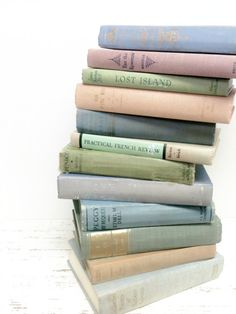 Decorative Old Books,Old Books,25,Book Lot,Rustic Book Collection ,Book Decor,Book FavorsWedding,Photo Prop,Vintage Wedding,Wedding Favors
