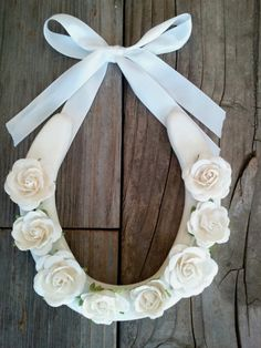 Give this wedding horseshoe to the bride and groom! Delicate and lucky! Be sure to double tap to visit us! OR Pin and Save for Later!