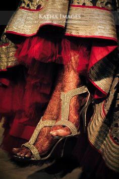 Wedding shoes indian bridal lehenga 20 New ideas Indian Wedding Bride, Big Fat Indian Wedding, Desi Wedding, Vogue Wedding, Punjabi Wedding, Indian Weddings, Wedding Stuff, Wedding Photos, Indian Bridal Lehenga