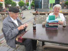 Breicafé in het kader van wereldbreidag. Op de foto: Leopold Bijlois uit Diepenbeek (90 ten tijde van)