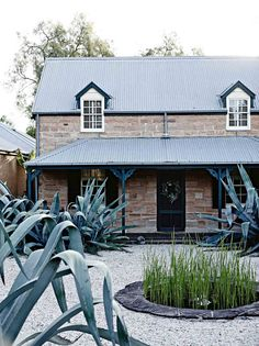 Christmas at Glenmore House is filled with tradition, and a table laden with the results of Mickey Robertson's kitchen garden. Australian Farm, Australian Christmas, Australian Homes, Aussie Christmas, Camden House, Country Style Magazine, Cottage Art, Mansions Homes, Mid Century House