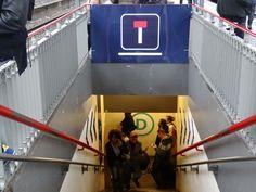 Comment la SNCF vous manipule (pour votre bien) - L'Express Neon Signs, Fun, Bts Wallpaper, Behavior, Travel, Hilarious