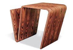 Mobiliário Contemporâneo Nacional Móvel: Banco Raiz Quadrada Designer(s): Irmãos Fahrer Características: Uso de madeira; simplicidade construtiva; sobriedade; leveza; linhas curvas.