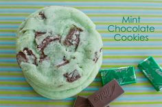 Mint Chocolate Cookies 2 cup flour 1 tsp baking soda tsp baking powder tsp salt 1 cup butter (at room temperature) 1 cup sugar 1 egg 1 tsp mint extract drops green food coloring 1 bag of Andes mints (chopped) Mint Chocolate Chip Cookies, Chocolate Cookie Recipes, Dark Chocolate Chips, Andes Mint Cookies, Köstliche Desserts, Dessert Recipes, Cookie Recipes From Scratch, Christmas Baking, Christmas Cookies