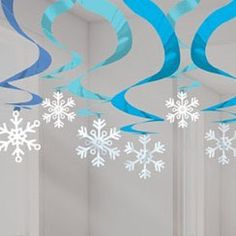 decoration, snowflake garland, xmas decoration Frozen inspired - check out these unique ceiling hanging decorationsFrozen inspired - check out these unique ceiling hanging decorations Decoration Christmas, Snowflake Decorations, Hanging Decorations, Diy Hanging, Frozen Christmas, Christmas Snowflakes, Diy Snowflakes, Snowflake Garland, Christmas Skirt