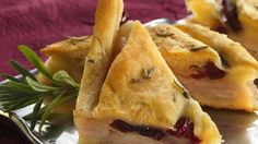 You'll love this delicious turkey and cranberry pizza made with Pillsbury® refrigerated crescent dinner rolls – it's the perfect appetizer ready in about an hour. Pizza Appetizers, Appetizers For Party, Appetizer Recipes, Appetizer Ideas, Thanksgiving Appetizers, Thanksgiving Leftovers, Thanksgiving Recipes, Turkey Sandwiches, Pizza Recipes